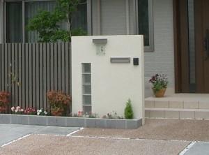 すっきりしたデザインの門柱。オープン外構Before・After5
