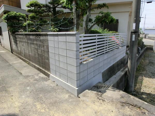 塀の傾き改修工事 境界コンクリートブロック積み 岩出市 1