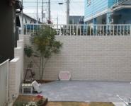 タイル貼りのスクリーン 土間はスタンプコンクリート 貝塚市