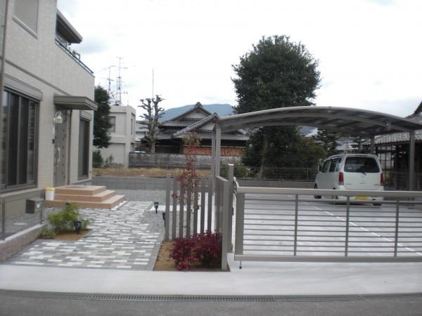 セミクローズタイプ 外構 紀の川市 広々とした駐車スペースが利用価値大です4