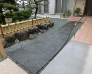 鉄平石 乱形貼りのアプローチ 桃山町