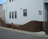 塗り壁のスクリーン アールをふんだんに使っています。 和歌山市