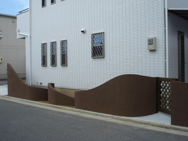 塗り壁のスクリーン アールをふんだんに使っています。 和歌山市1