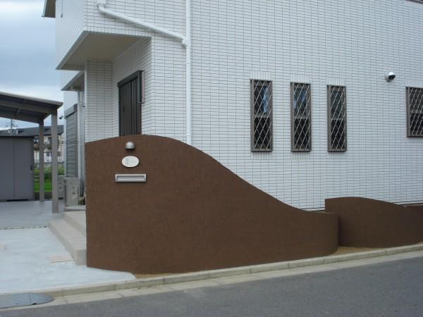 塗り壁のスクリーン アールをふんだんに使っています。 和歌山市4