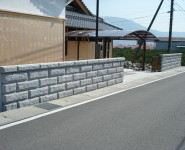 和風建築に似合う日本興業のこぶ出しブロック 紀の川市