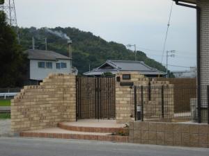 クローズタイプ外構プラン レンガ積の門柱がおしゃれです。 和歌山市2