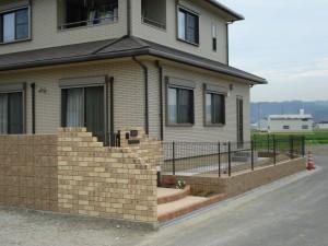 クローズタイプ外構プラン レンガ積の門柱がおしゃれです。 和歌山市5