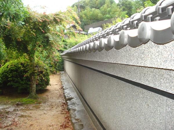 和風庭園の目隠し塀 本葺き塀瓦 紀の川市1