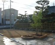 イブキの生垣を撤去して庭の改修 明るい庭になりました。