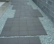 透水性床材300角 スーパーテラTRM TOYO 透水管を敷設