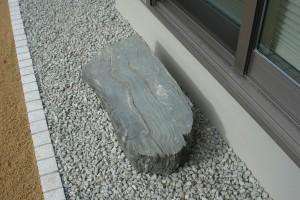 天然の青石 沓脱石を設置 岩出市3