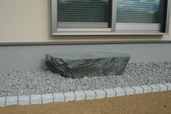 天然の青石 沓脱石を設置 岩出市1