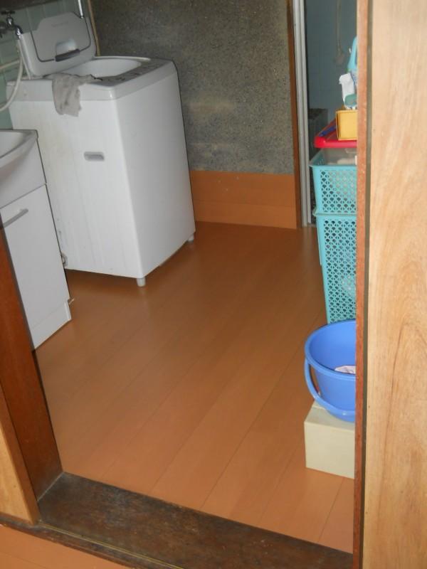洗面所 床 リフォーム工事 紀の川市1
