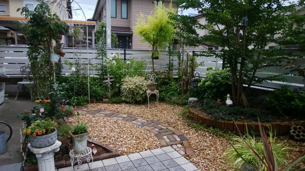 素敵なお庭に合うフェンス フレイナY1型 シルキーノーチェ 岩出市4