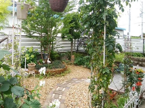 素敵なお庭に合うフェンス フレイナY1型 シルキーノーチェ 岩出市1