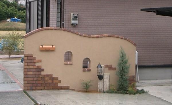 スクリーン門柱 塗り材とレンガで仕上げ 紀の川市4