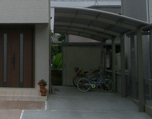 すっきりしたデザインの門柱。オープン外構Before・After8